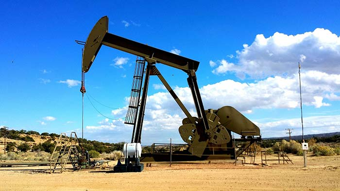 Oil Pump in desert from the Oil Gas Processing Industry